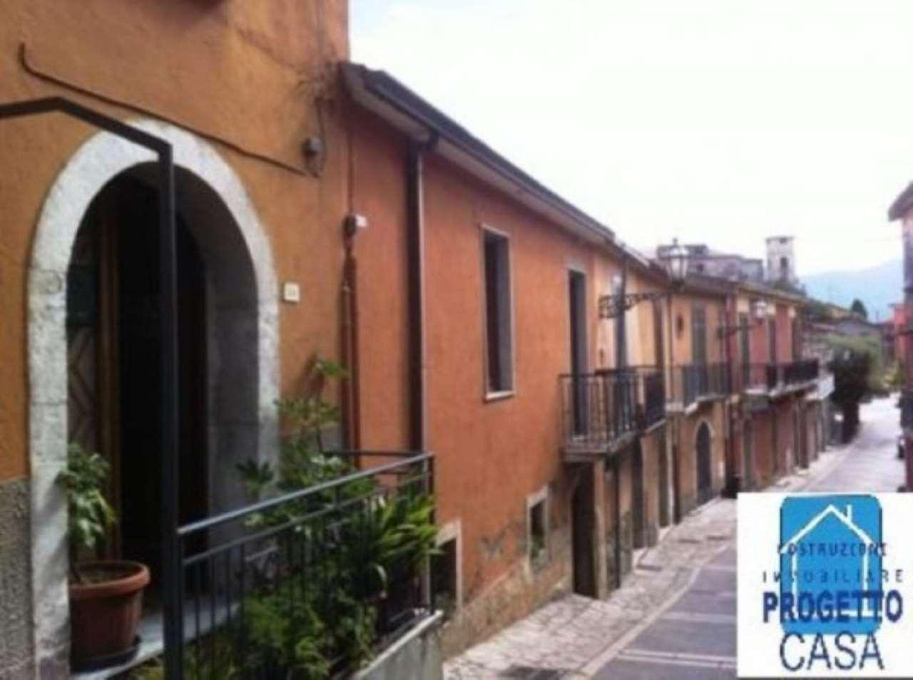 Appartamento in vendita a Candida, 5 locali, prezzo € 50.000 | CambioCasa.it