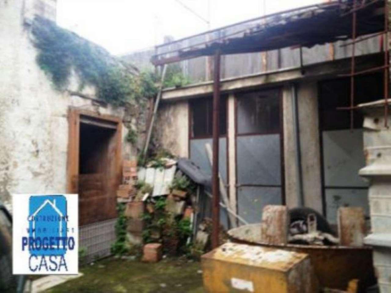Soluzione Indipendente in vendita a Cimitile, 2 locali, prezzo € 10.000 | CambioCasa.it