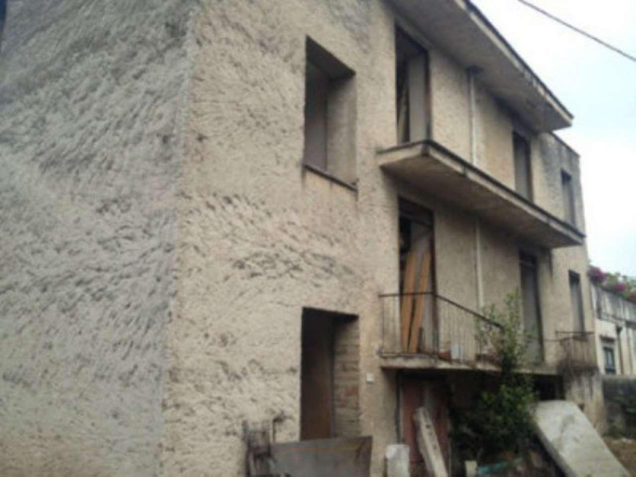 Soluzione Indipendente in vendita a Nola, 6 locali, prezzo € 150.000 | CambioCasa.it