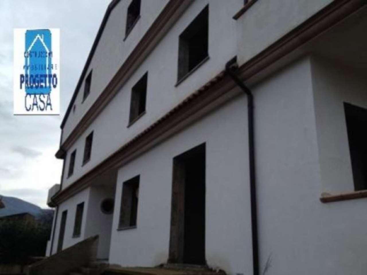 Palazzo / Stabile in vendita a Lauro, 15 locali, prezzo € 500.000 | Cambio Casa.it