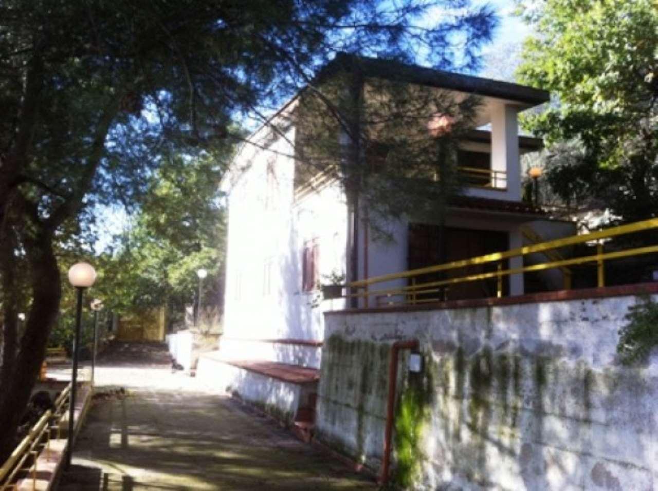 Villa in vendita a Roccarainola, 6 locali, prezzo € 155.000 | CambioCasa.it