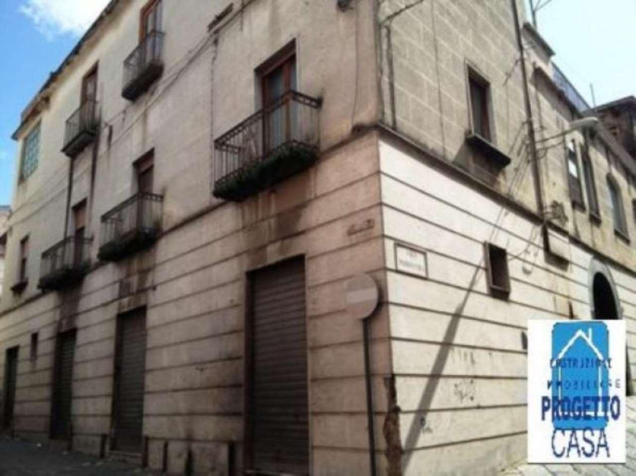Palazzo / Stabile in vendita a Palma Campania, 6 locali, prezzo € 325.000 | CambioCasa.it