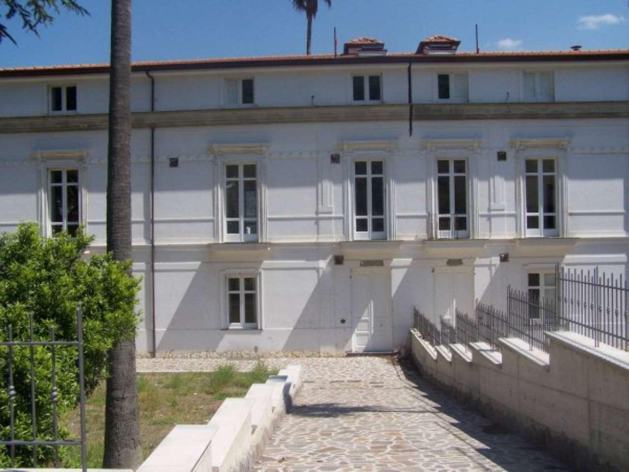 Palazzo / Stabile in Vendita a Lauro