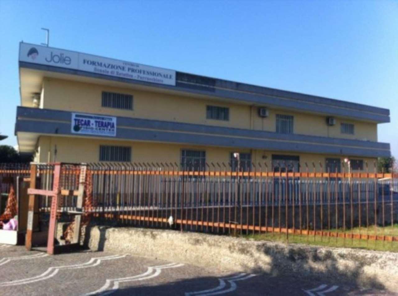Immobile Commerciale in vendita a Brusciano, 30 locali, Trattative riservate | Cambio Casa.it
