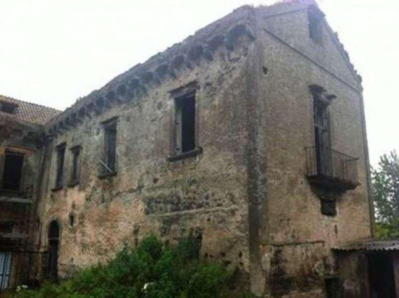 Palazzo / Stabile in vendita a Sant'Anastasia, 6 locali, Trattative riservate | CambioCasa.it