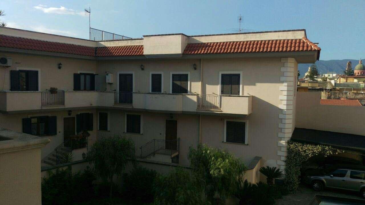 Villa in vendita a Nola, 8 locali, prezzo € 300.000 | CambioCasa.it