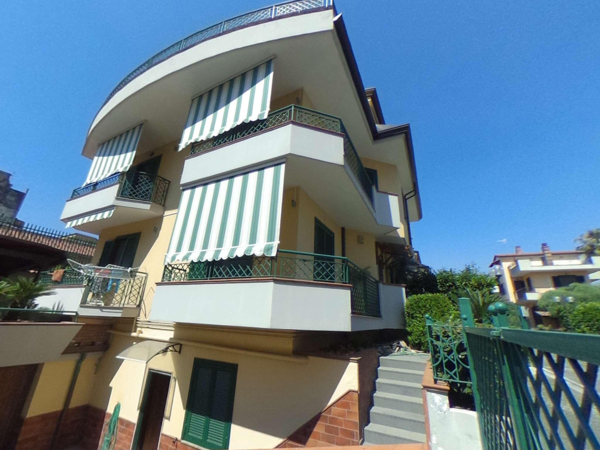 Villa in vendita a Nola, 10 locali, Trattative riservate | CambioCasa.it