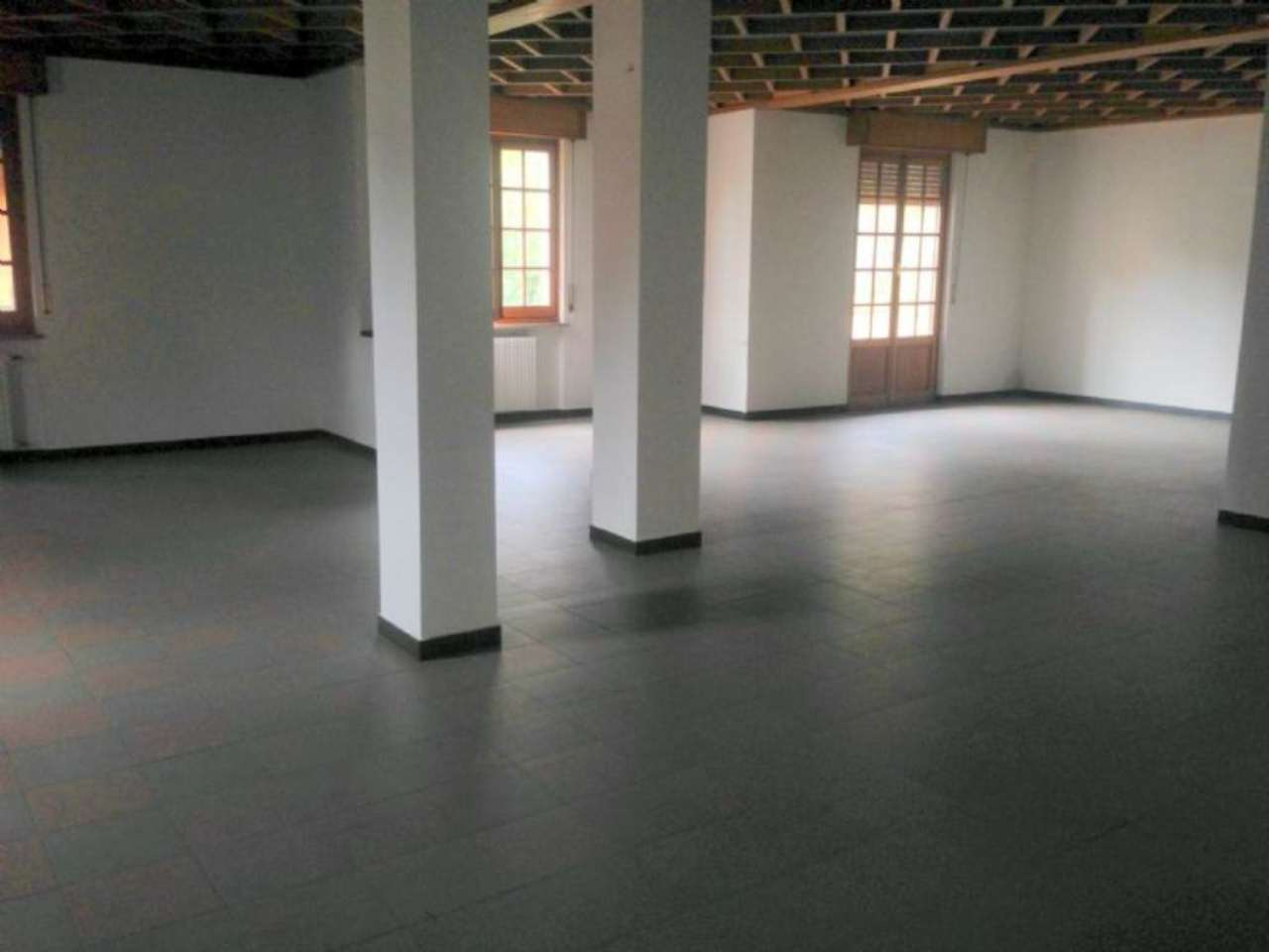 Negozio / Locale in vendita a Busalla, 1 locali, prezzo € 400.000 | Cambio Casa.it