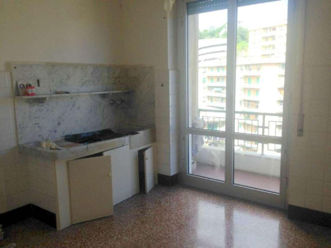 Bilocale Genova Corso Martinetti 8