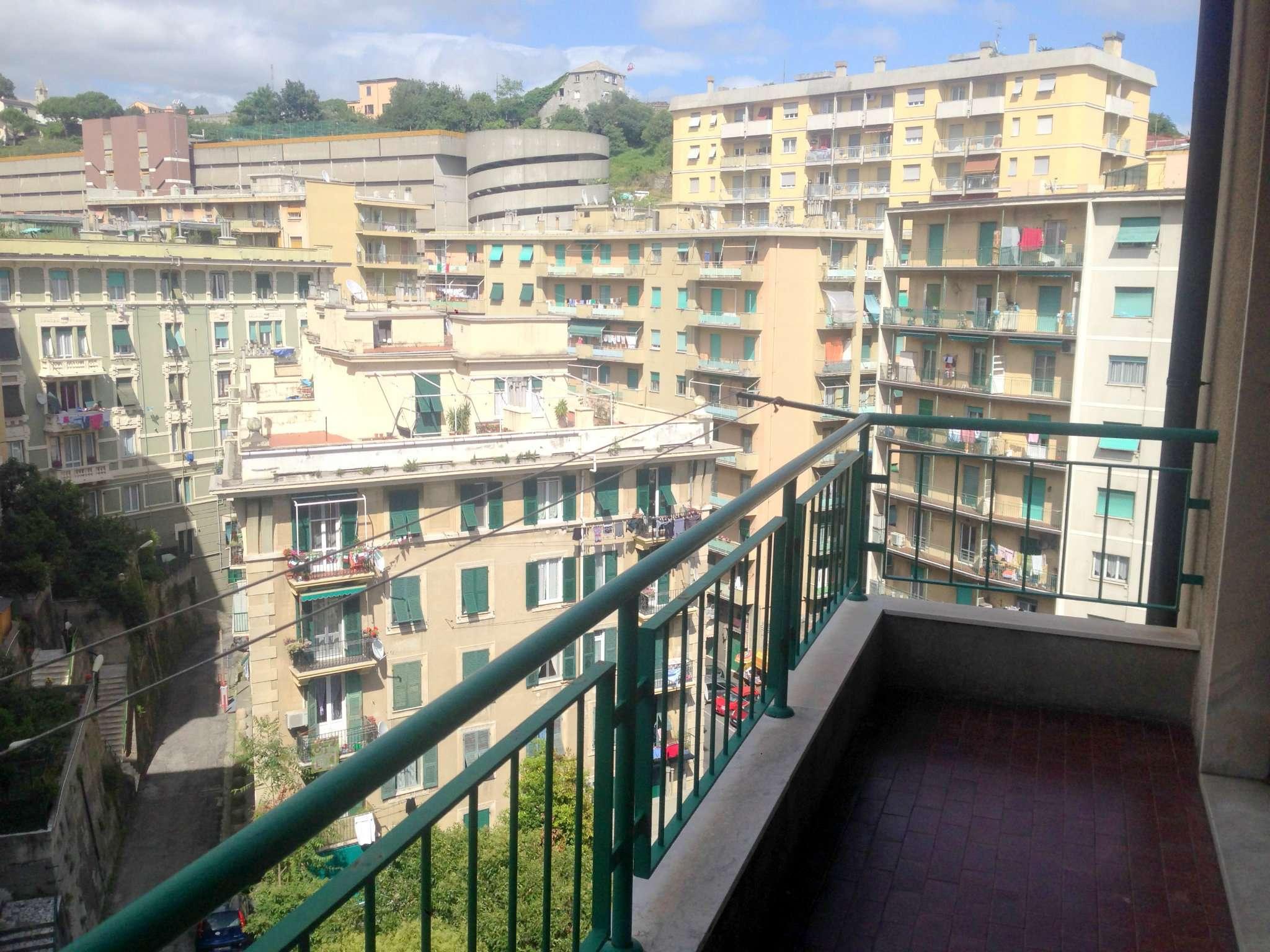 Bilocale Genova Corso Martinetti 2