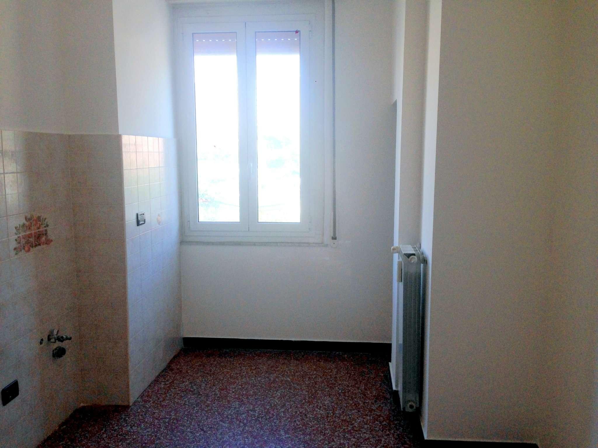 Bilocale Genova Via Cantore 7