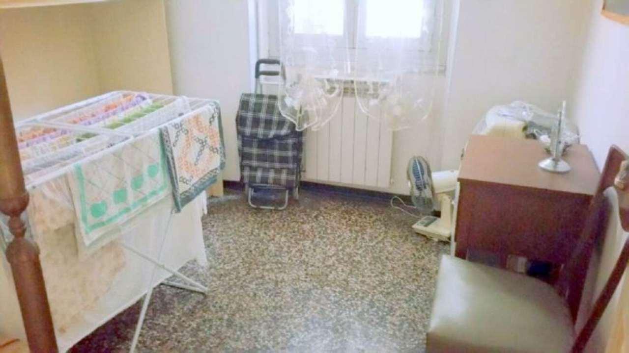 Bilocale Genova Via Vezzani 7