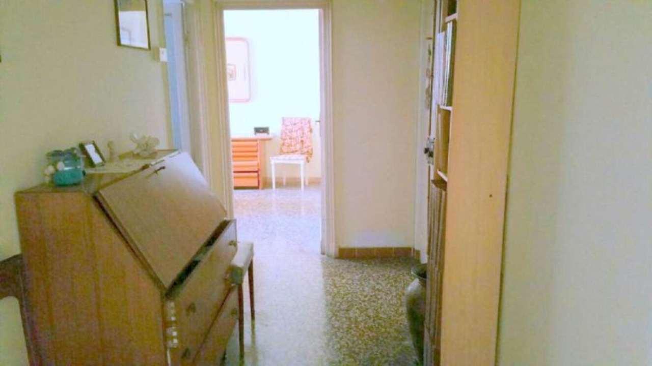 Bilocale Genova Via Vezzani 5