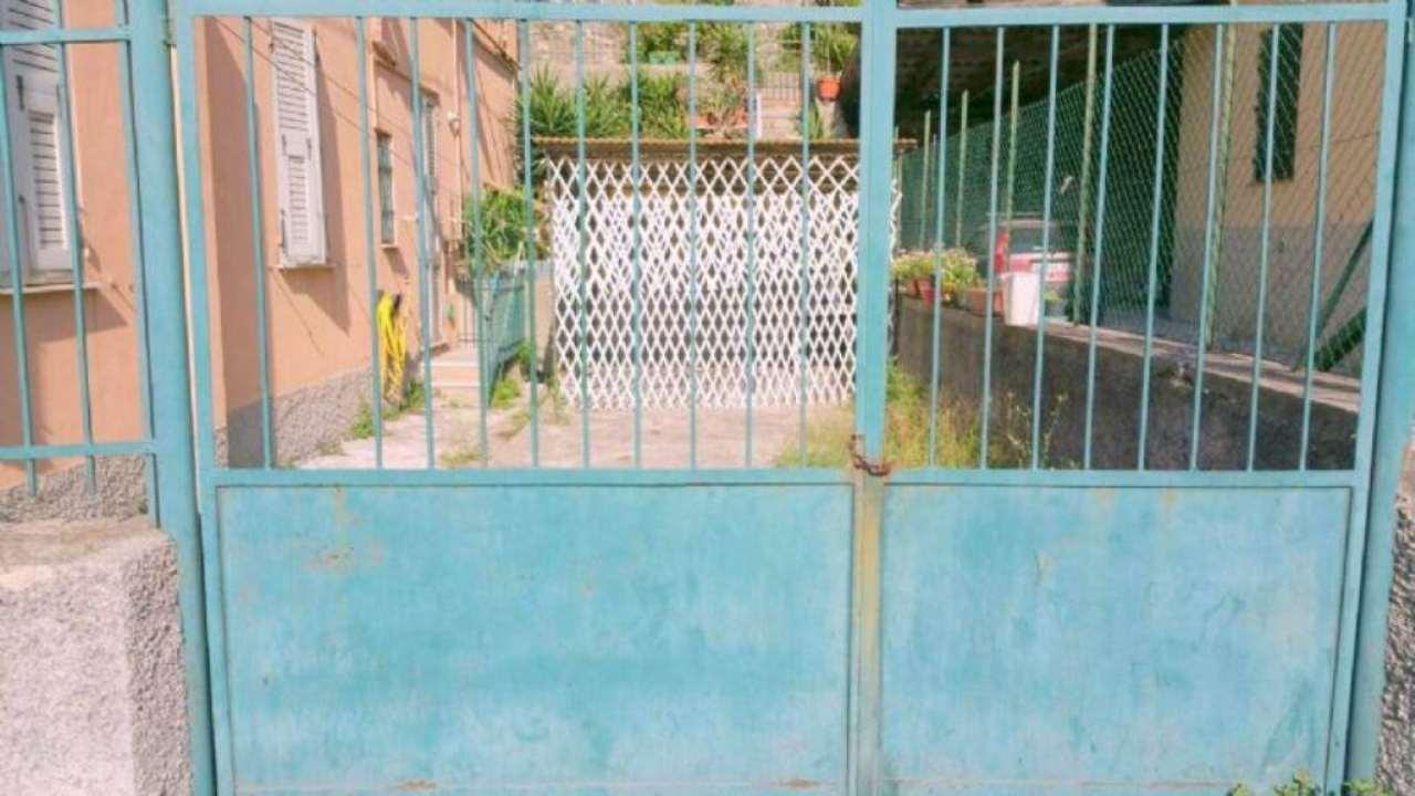 Bilocale Genova Via Vezzani 2