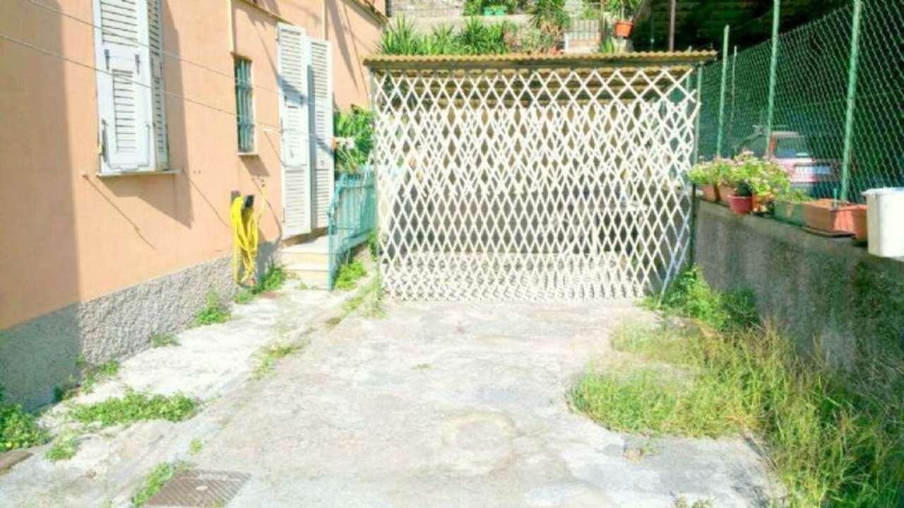 Bilocale Genova Via Vezzani 3