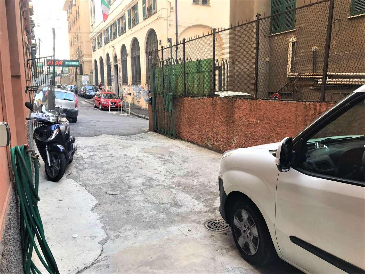 Magazzino in vendita a Genova, 1 locali, zona Zona: 8 . Sampierdarena, Certosa-Rivarolo, Centro Ovest, S.Teodoro, prezzo € 165.000 | CambioCasa.it