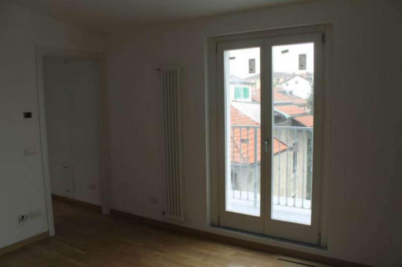 Bilocale Milano Via Scarpa 1