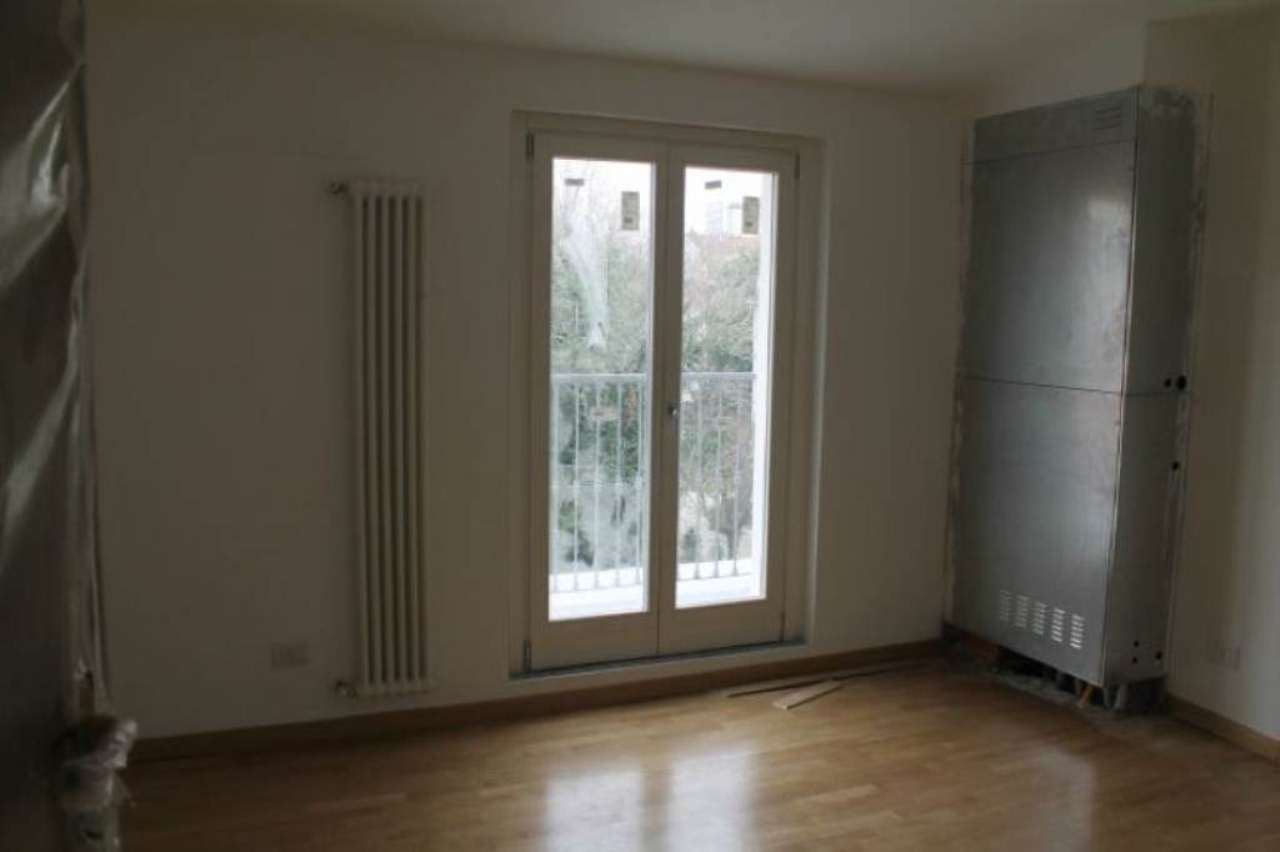 Bilocale Milano Via Scarpa 12