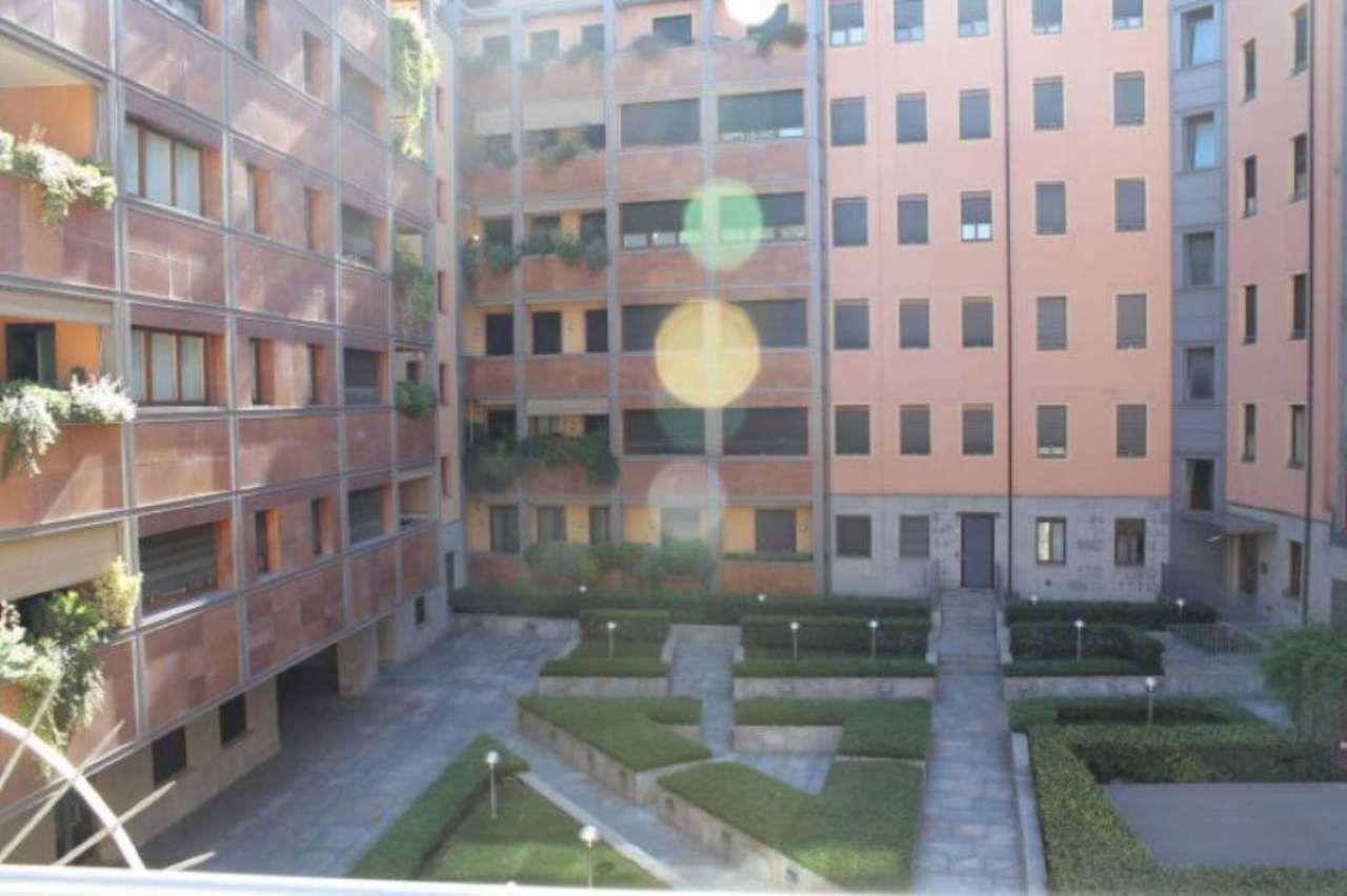 Bilocale Milano Via Santa Lucia 1