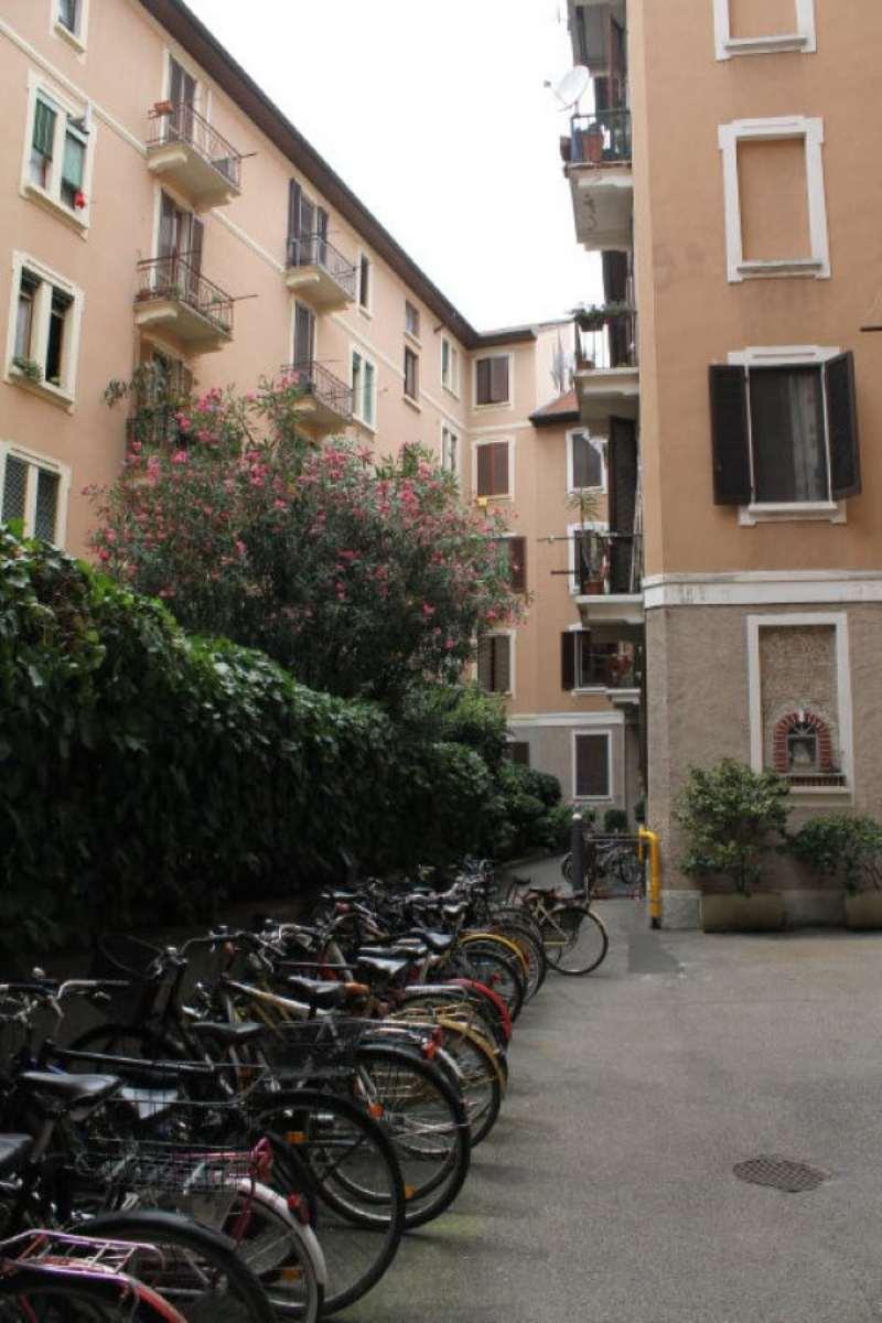 Bilocale Milano Via Monviso 10