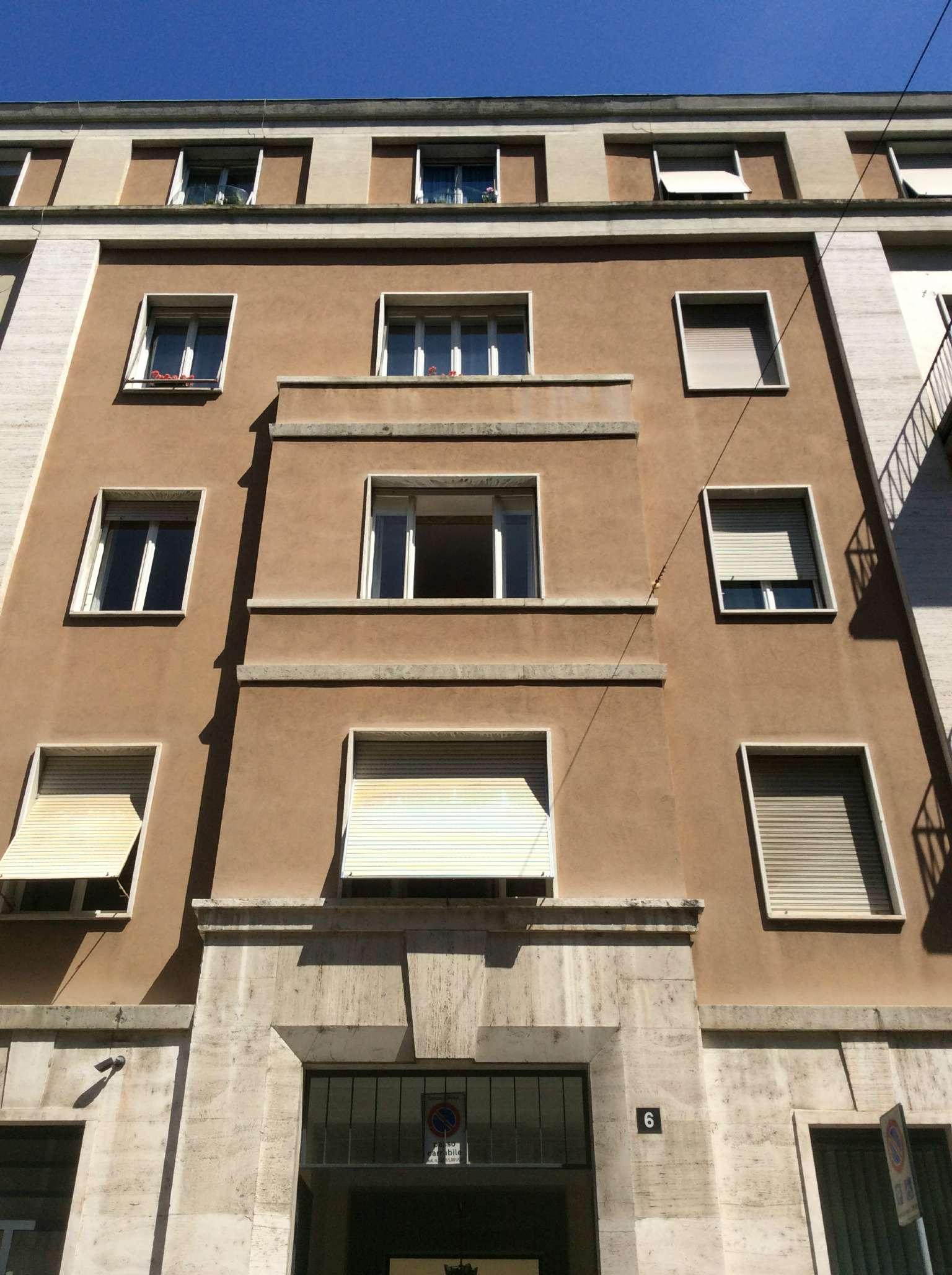Bilocale Milano Via Motta 1