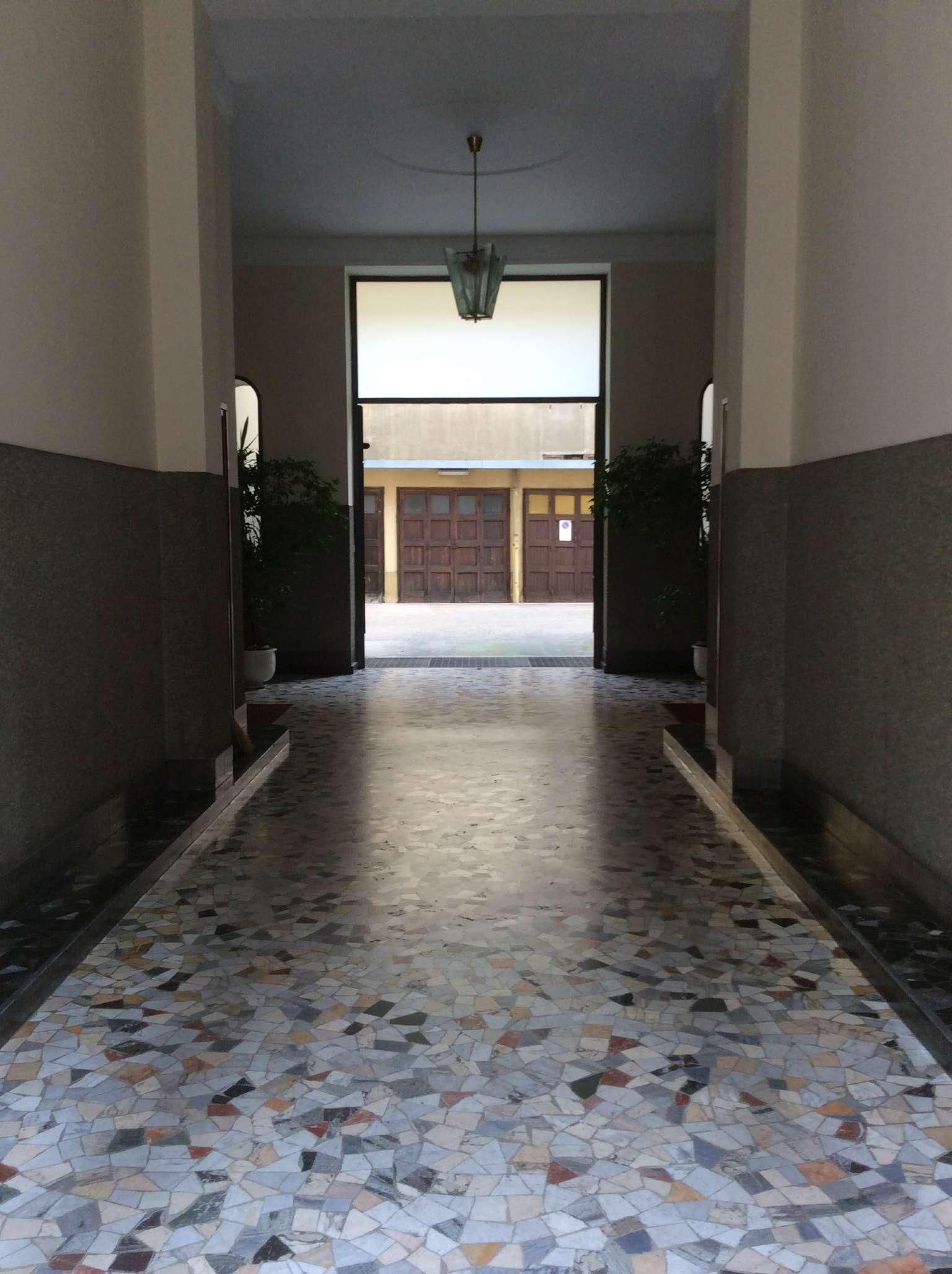 Bilocale Milano Via Motta 2