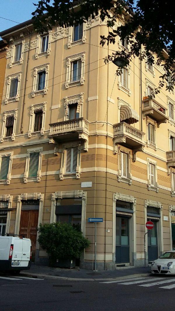Bilocale Milano Via Coluccio Salutati 2