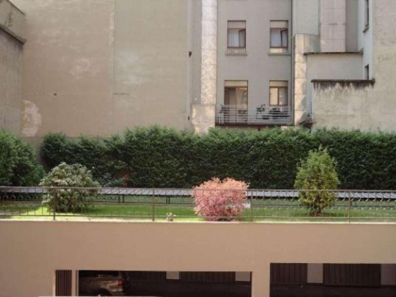 Bilocale Milano Via Giovanni Boccaccio 2