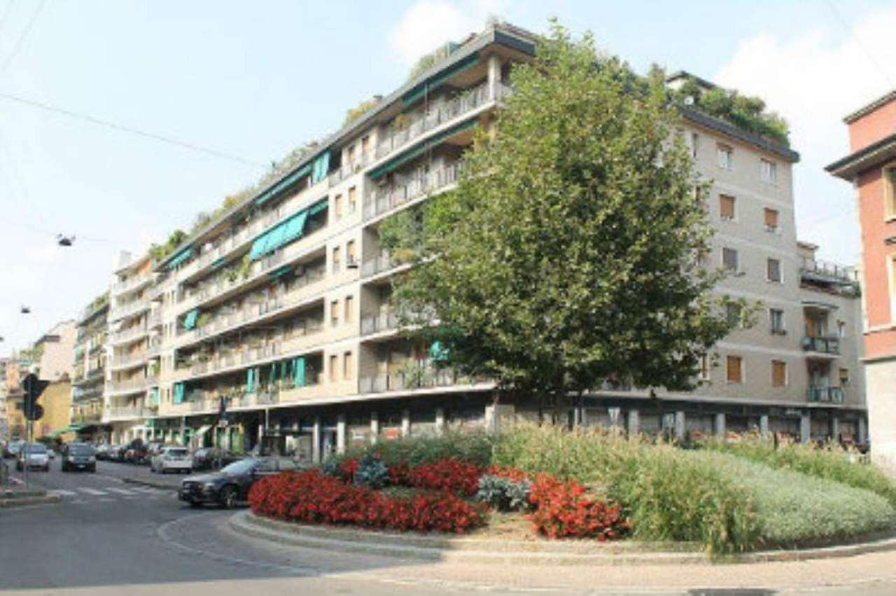 Bilocale Milano Via Canonica 1
