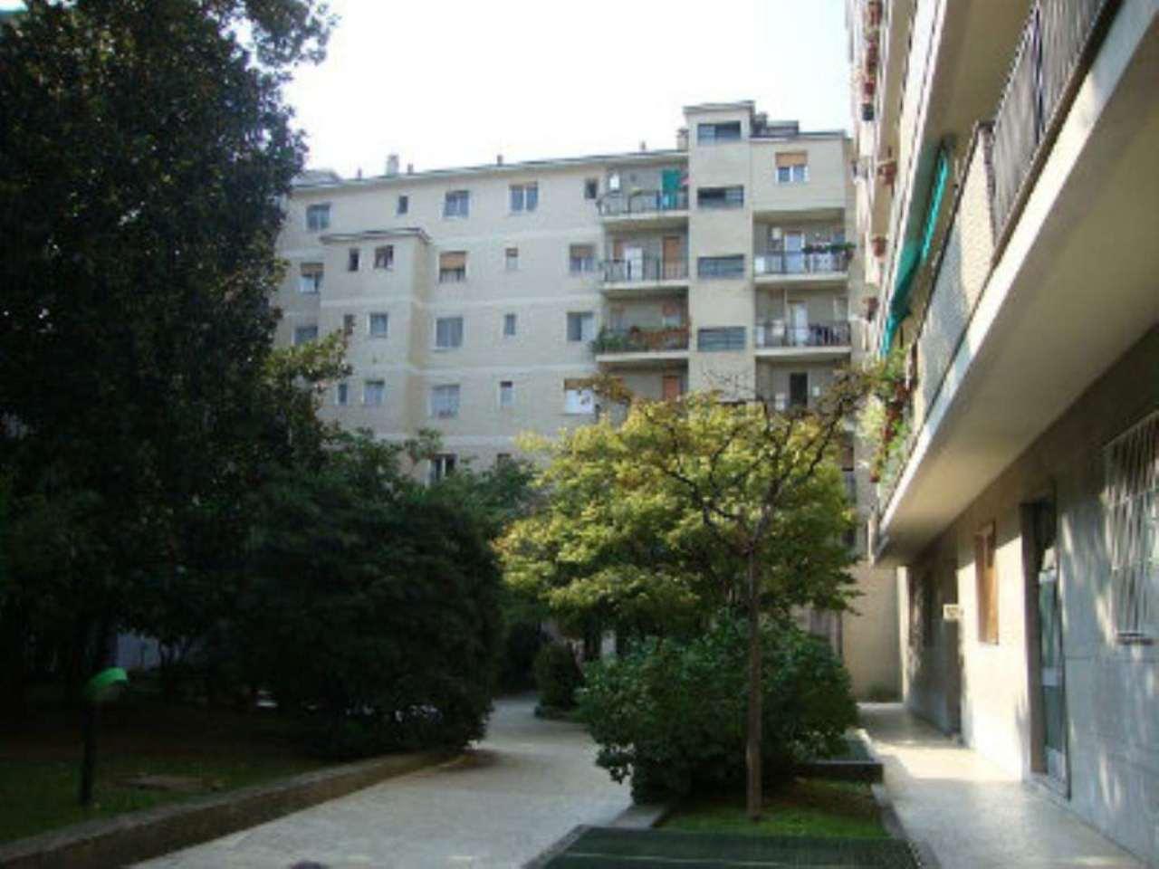 Bilocale Milano Via Canonica 5