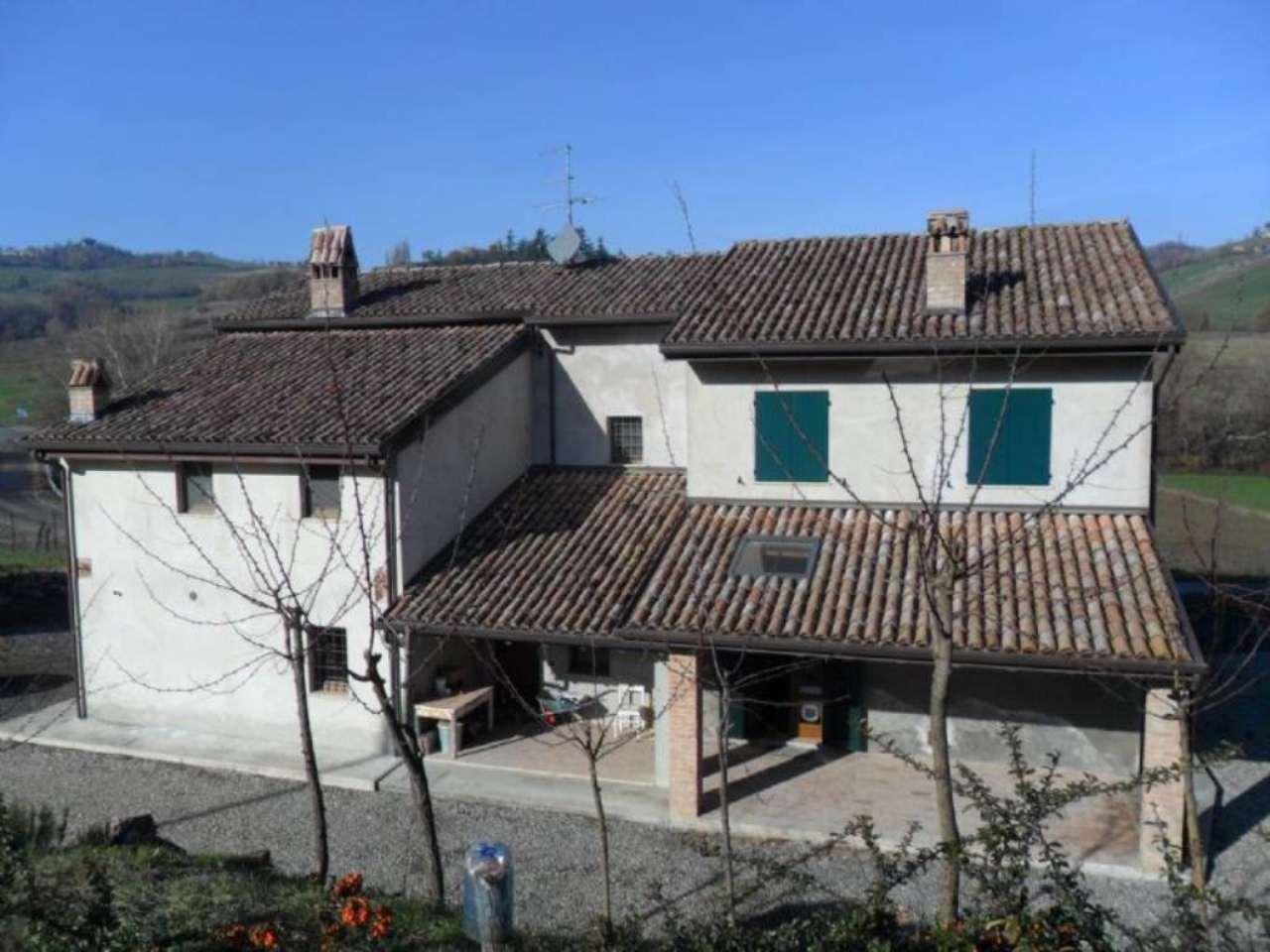 Soluzione Indipendente in vendita a Medesano, 5 locali, prezzo € 160.000 | Cambio Casa.it