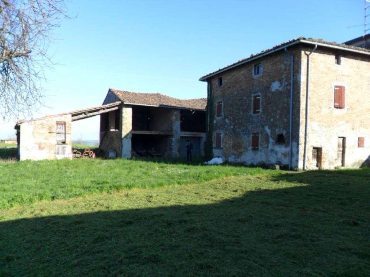 Rustico / Casale in vendita a Medesano, 8 locali, prezzo € 110.000 | Cambio Casa.it