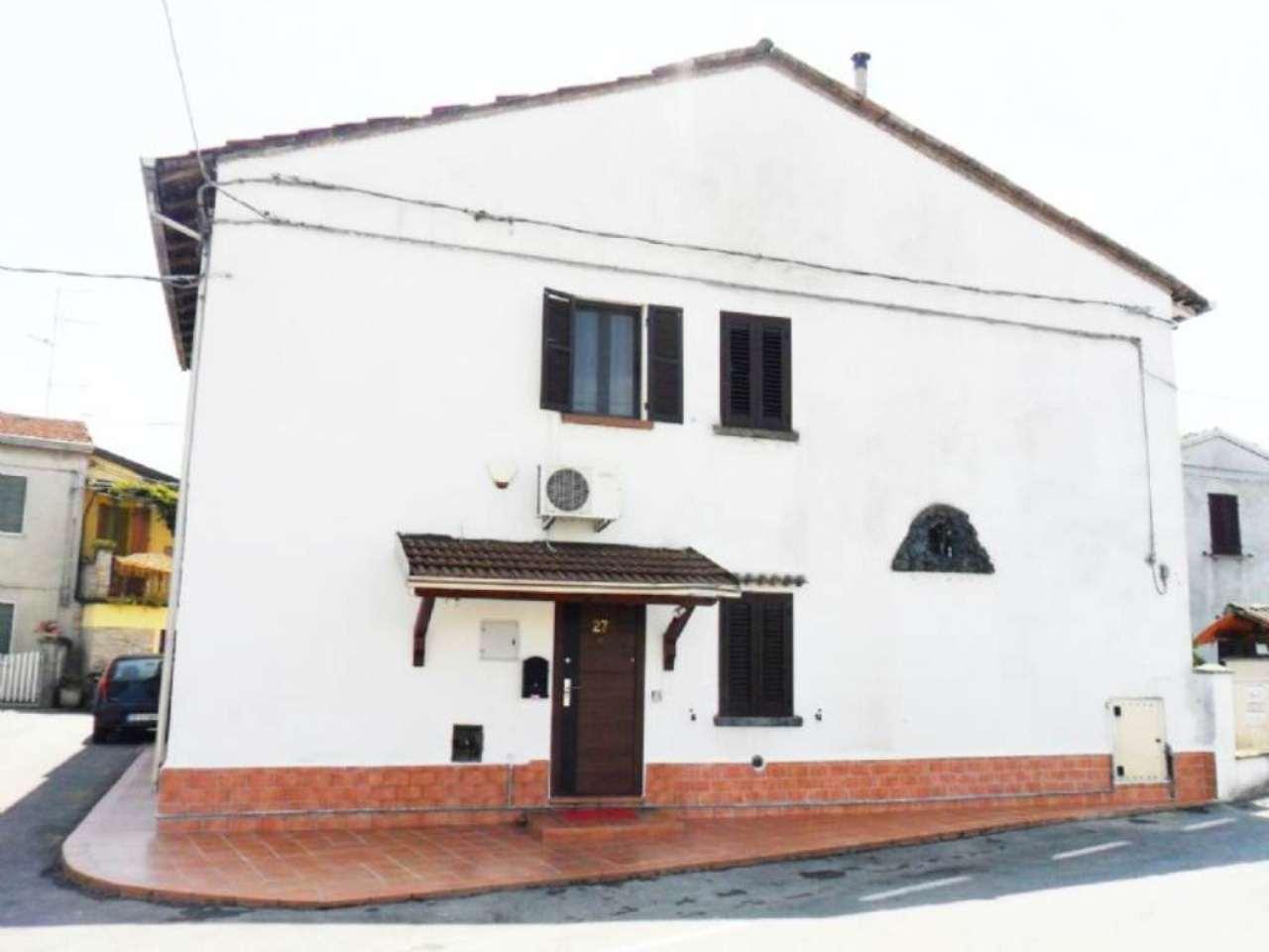 Palazzo / Stabile in vendita a Fontevivo, 3 locali, prezzo € 135.000 | Cambio Casa.it