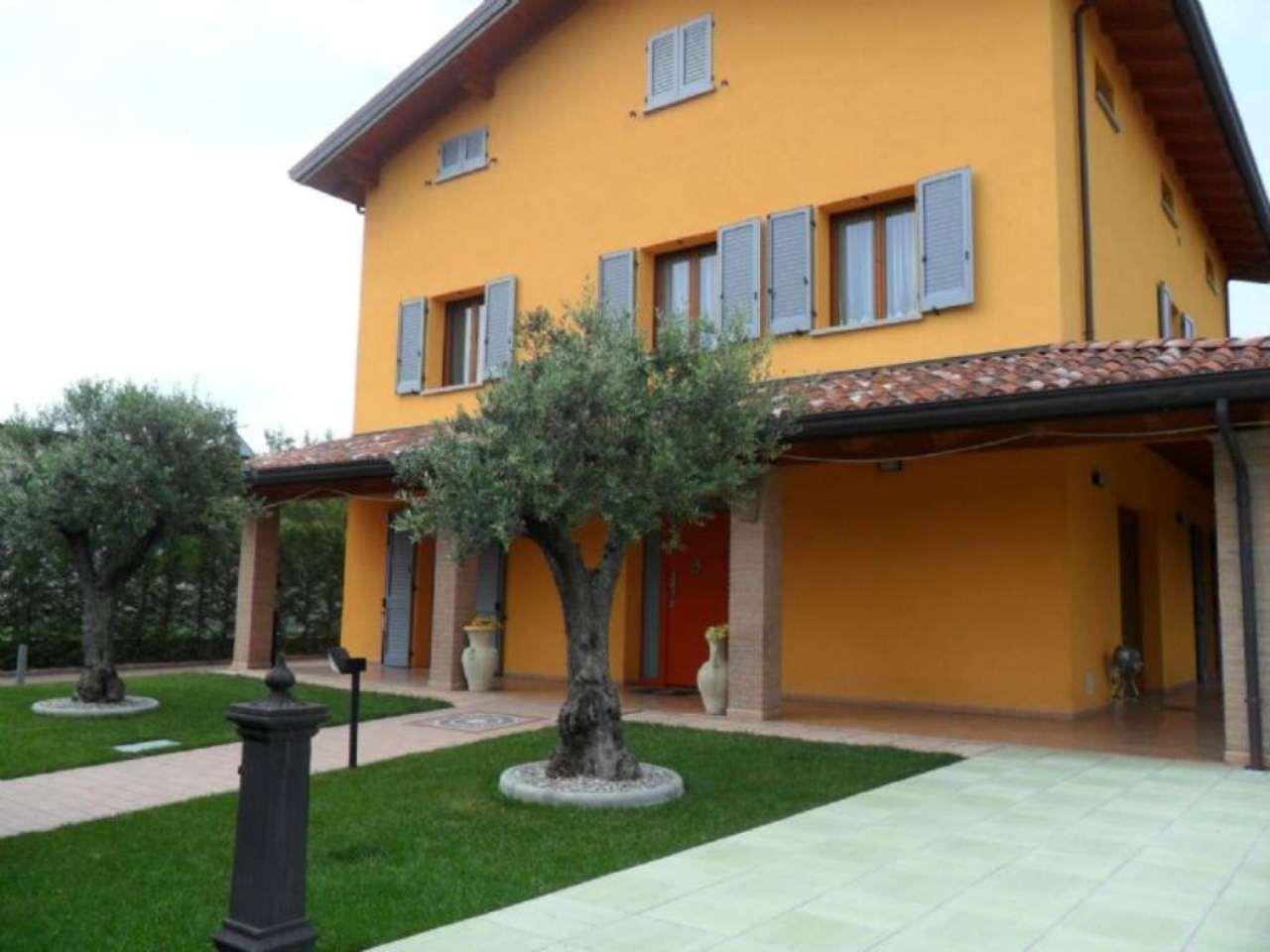 Villa in vendita a Medesano, 7 locali, prezzo € 699.000 | Cambio Casa.it