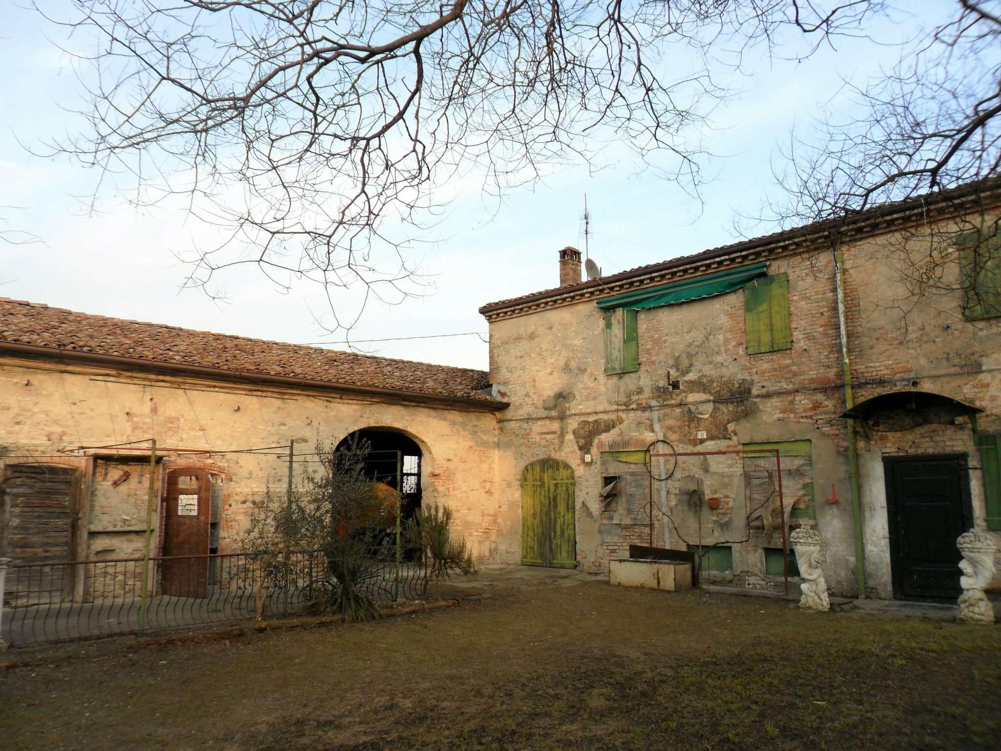 Rustico / Casale in vendita a Fontevivo, 6 locali, prezzo € 150.000   Cambio Casa.it