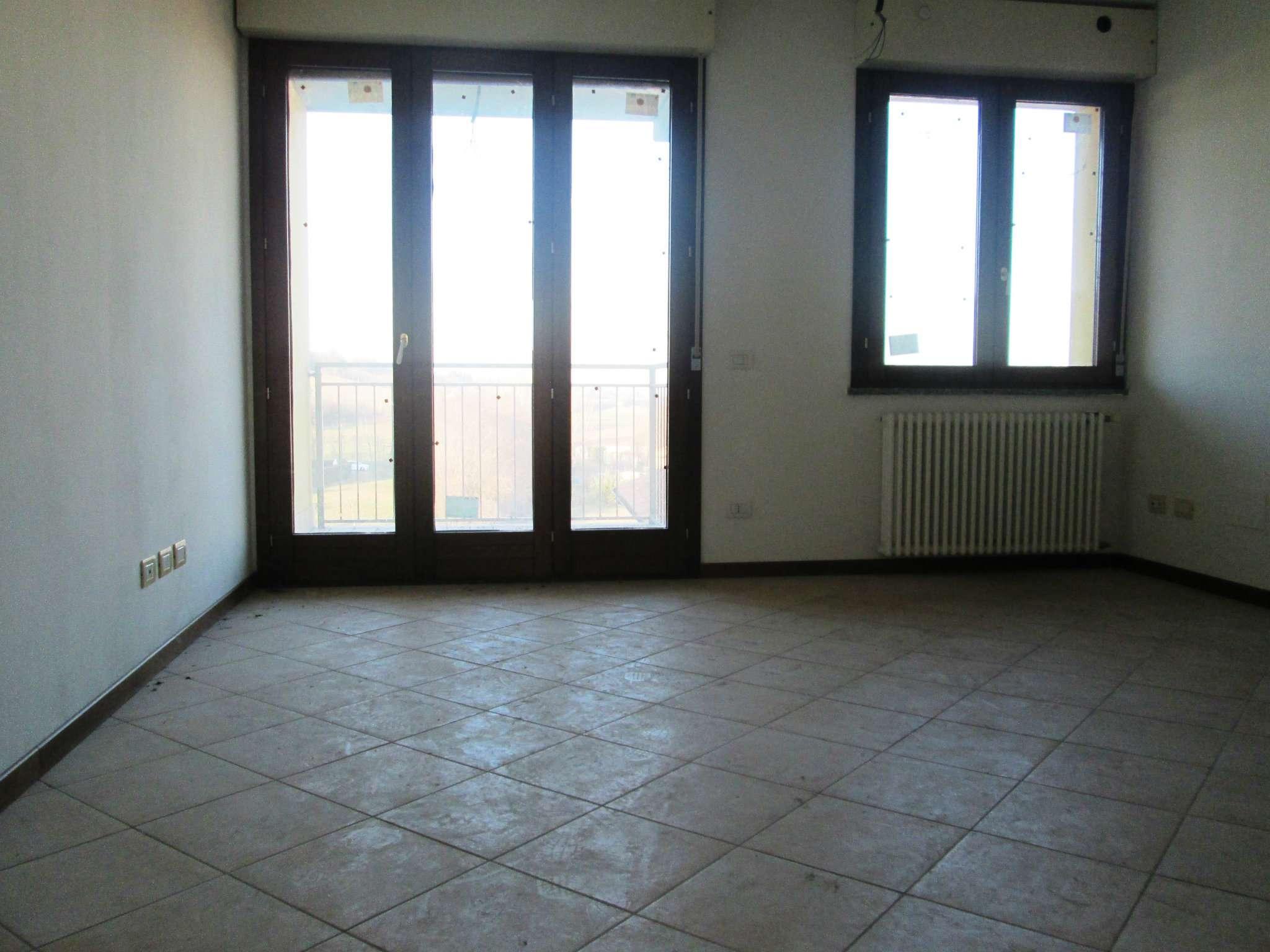 Appartamento in vendita a Medesano, 3 locali, prezzo € 100.000 | Cambio Casa.it