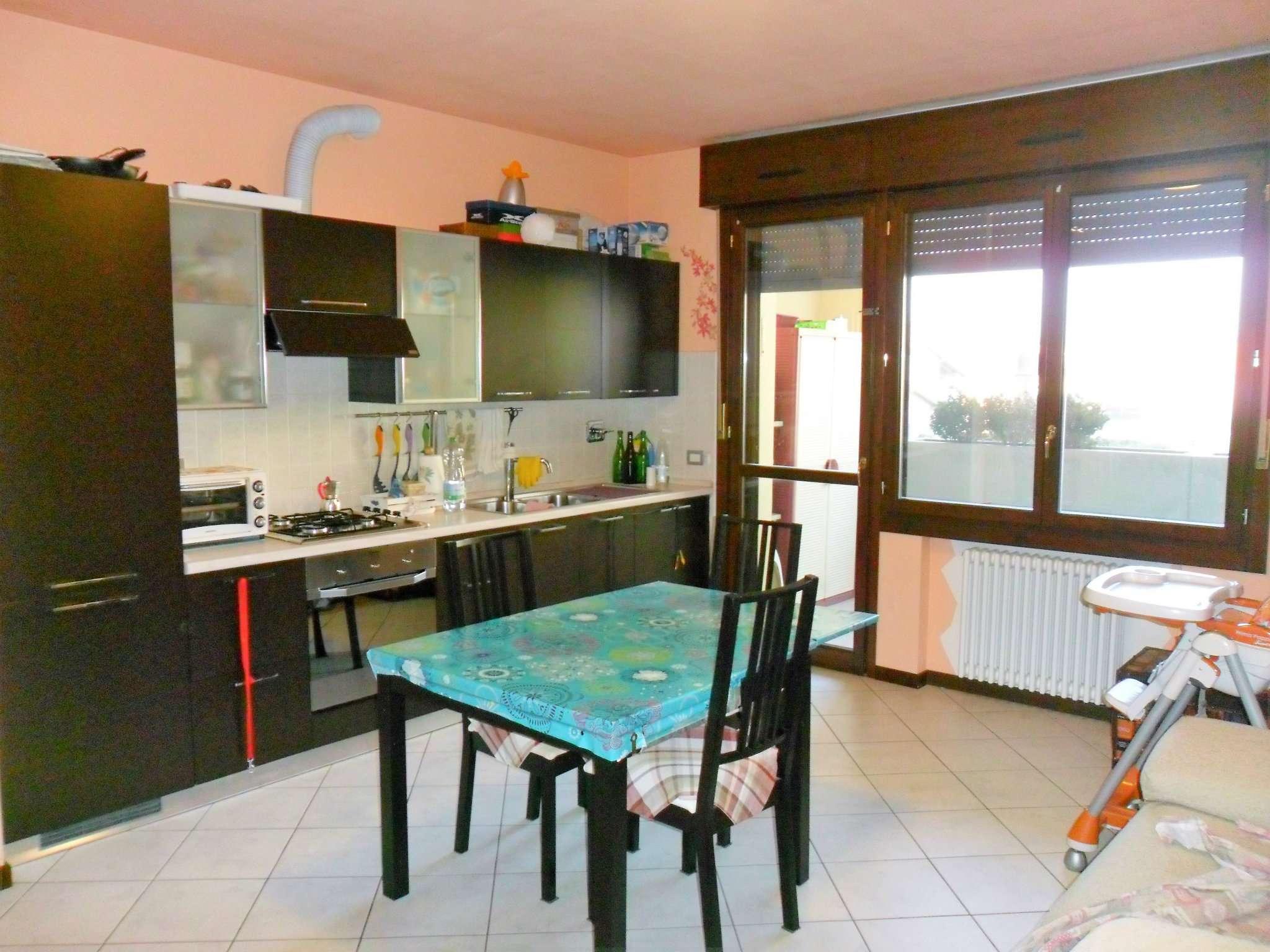 Appartamento in vendita a Noceto, 2 locali, prezzo € 95.000 | Cambio Casa.it