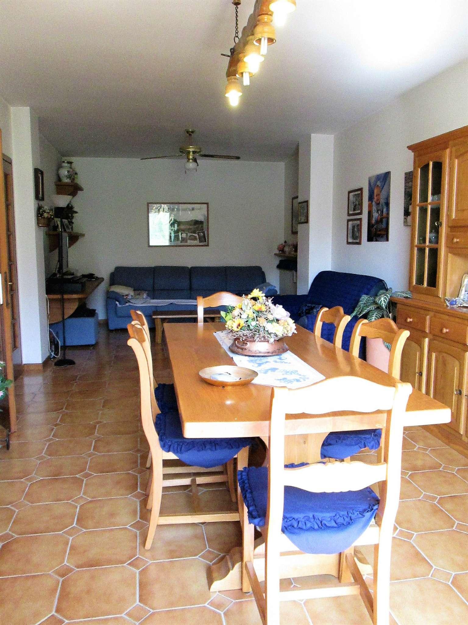 Appartamento in vendita a Fornovo di Taro, 5 locali, prezzo € 125.000 | Cambio Casa.it