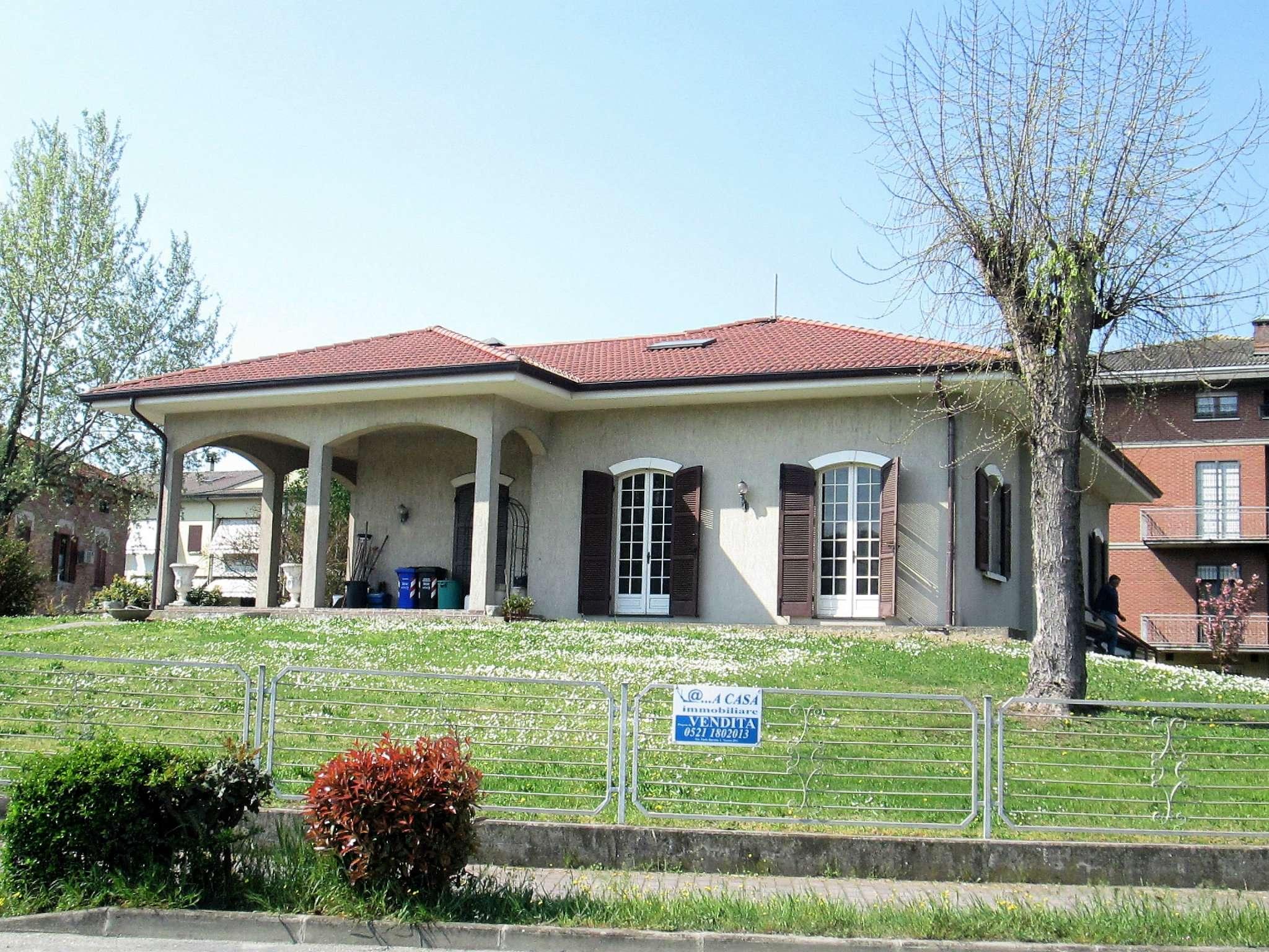 Villa in vendita a Fontevivo, 10 locali, prezzo € 350.000 | Cambio Casa.it