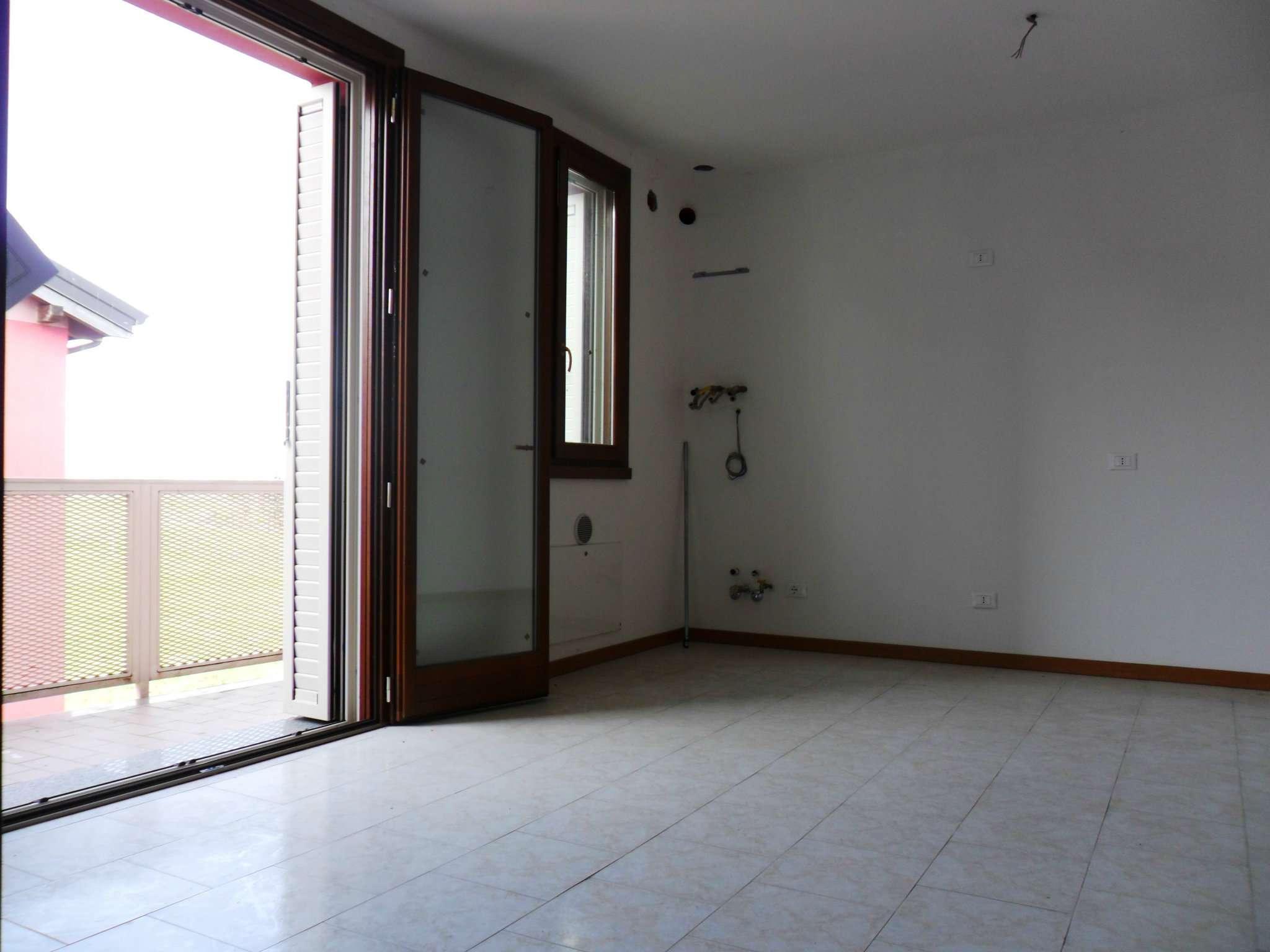 Appartamento in vendita a Fontevivo, 2 locali, prezzo € 128.000 | Cambio Casa.it