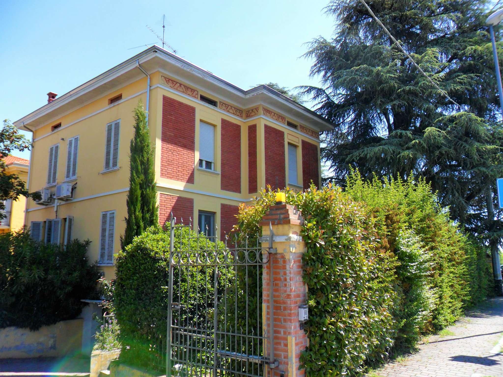 Villa in vendita a Noceto, 6 locali, prezzo € 350.000 | Cambio Casa.it