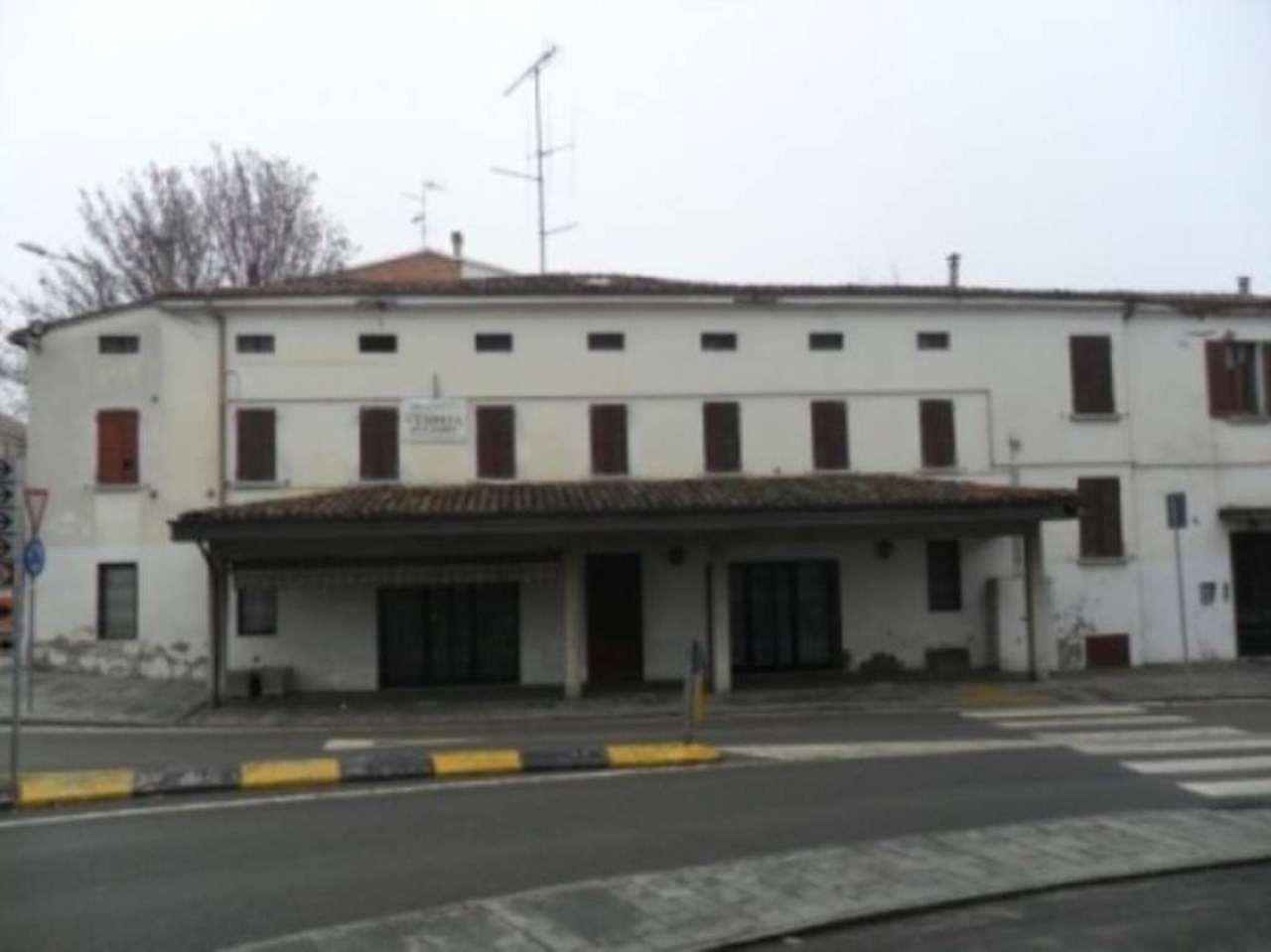 Palazzo / Stabile in vendita a Medesano, 6 locali, prezzo € 159.000 | Cambio Casa.it
