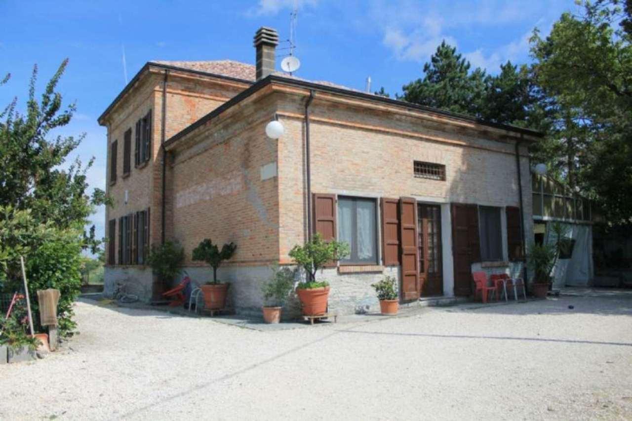 Soluzione Indipendente in vendita a Medesano, 7 locali, prezzo € 220.000 | Cambio Casa.it