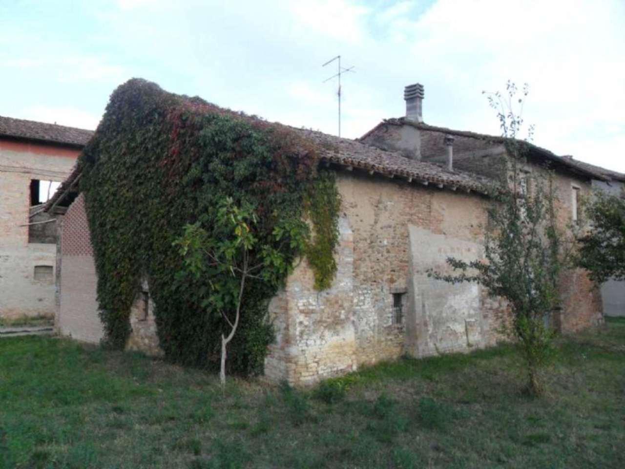 Rustico / Casale in vendita a Medesano, 6 locali, Trattative riservate | Cambio Casa.it