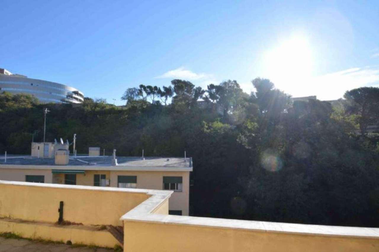 Bilocale Genova Via Donghi 2