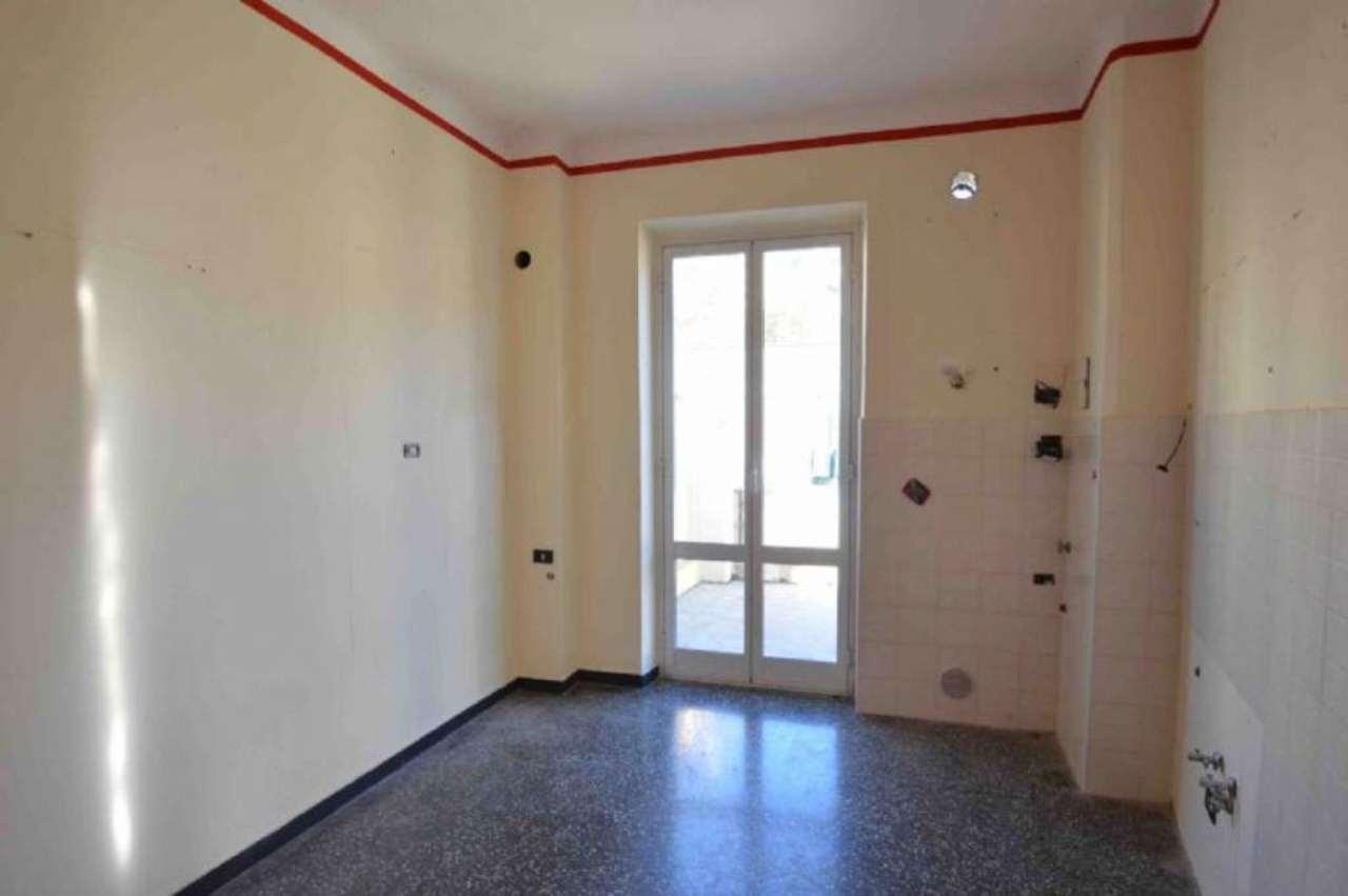 Bilocale Genova Via Donghi 3