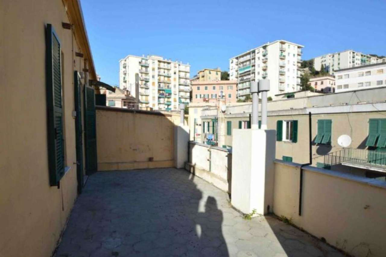 Bilocale Genova Via Donghi 7