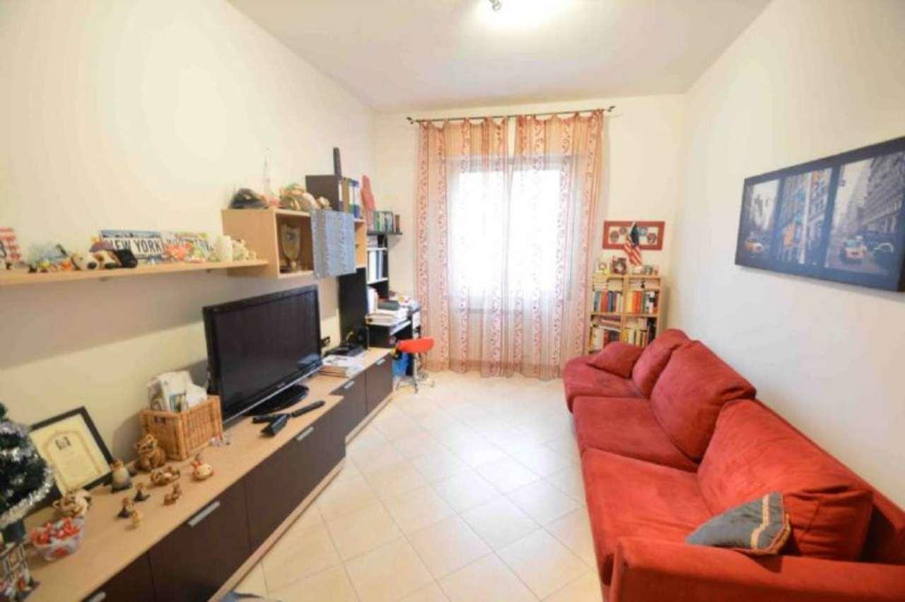 Bilocale Genova Via Ginestrato 2