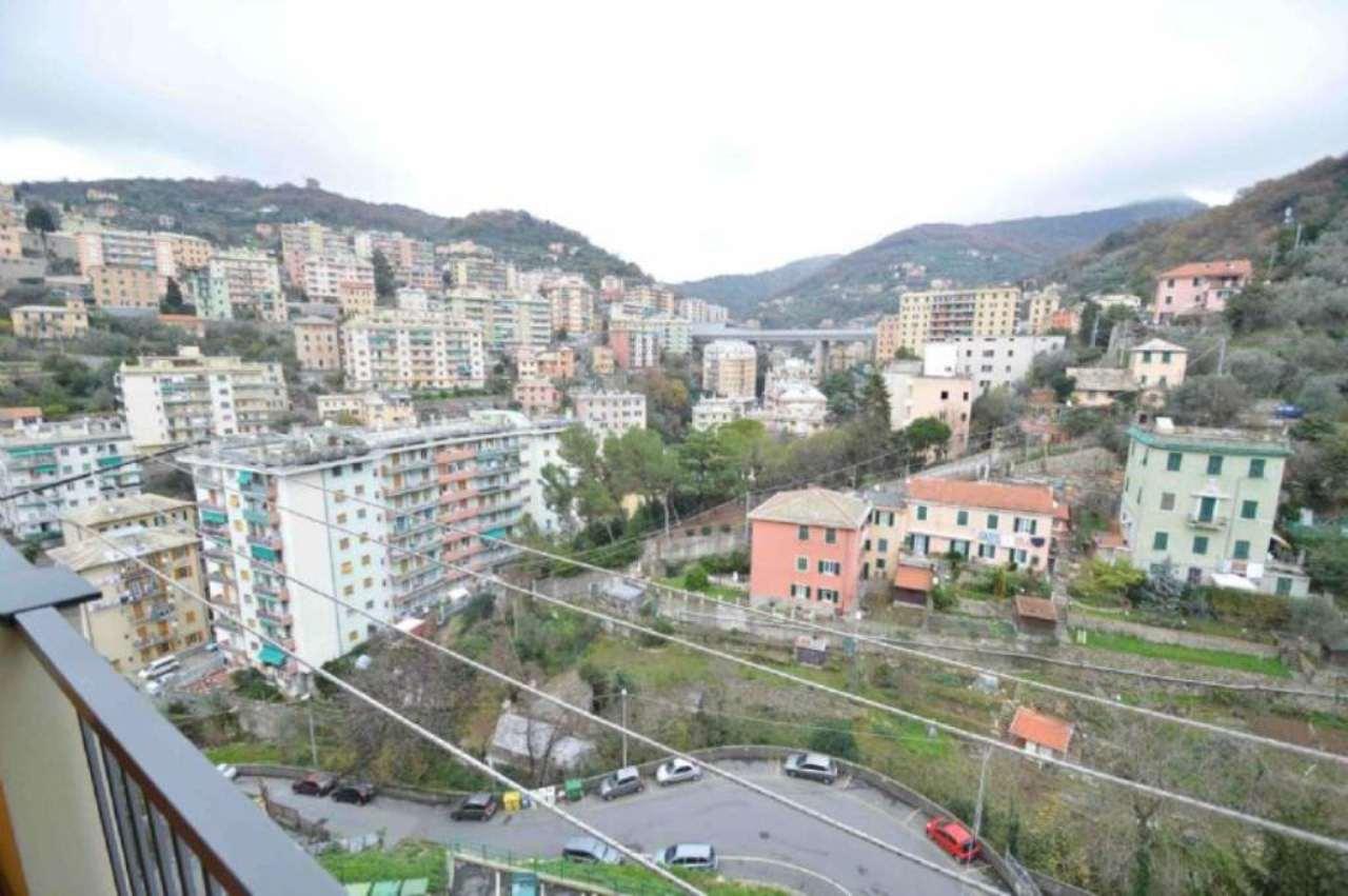 Bilocale Genova Via Ginestrato 5