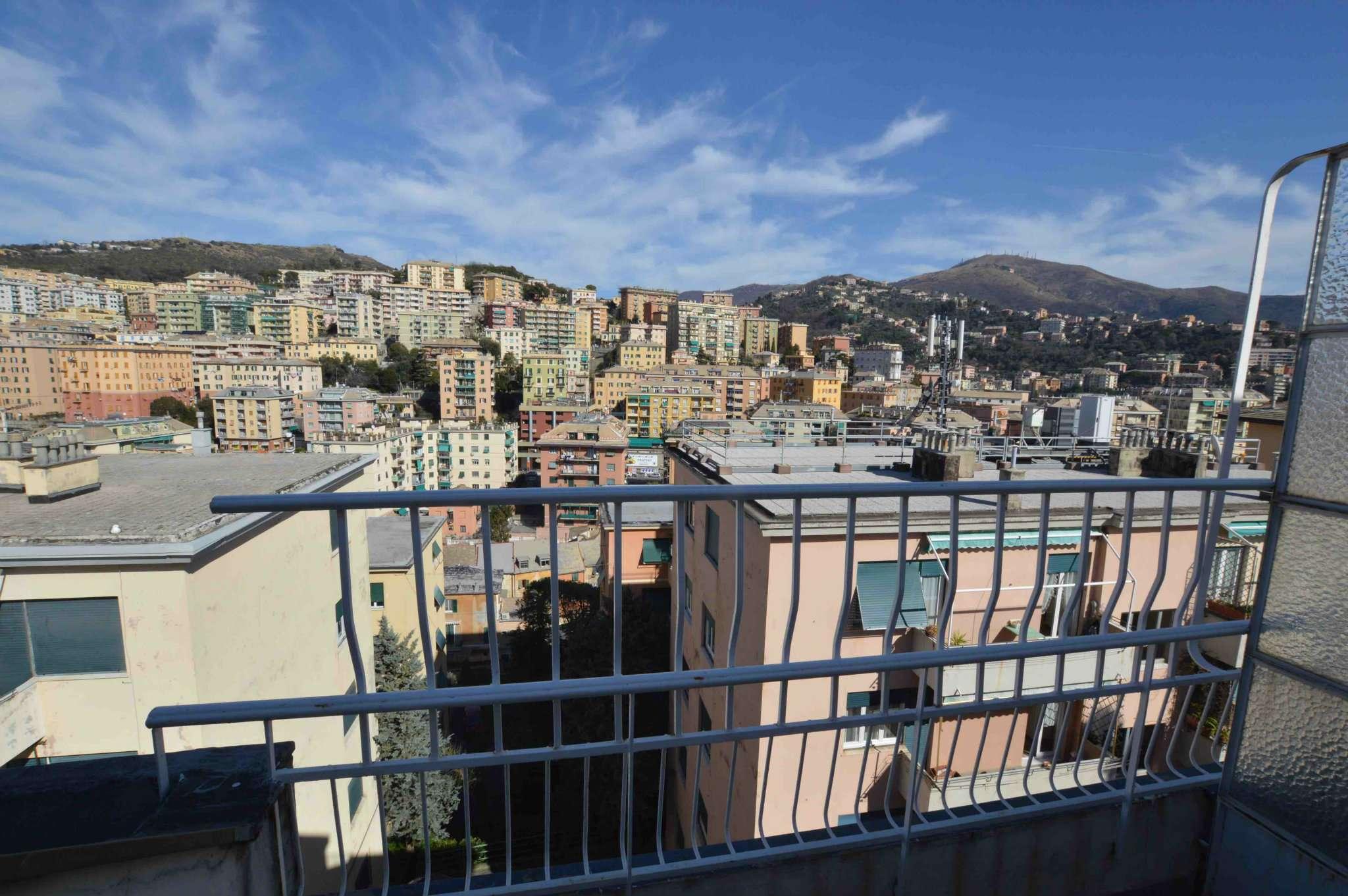 Foto 1 di Appartamento via Massone, Genova (zona Boccadasse-Sturla)